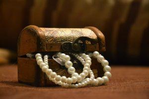 קופסת תכשיטים עם פנינים