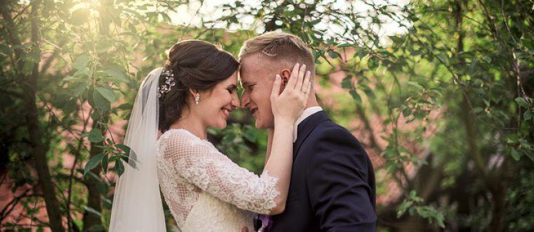 חתונה בחצר: המדריך לארגון חתונה ביתית